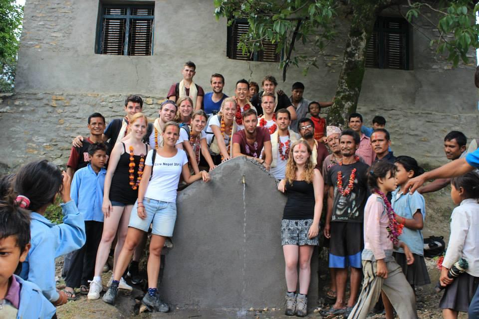 volunteer building nepal